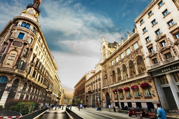 Những địa điểm vui chơi độc đáo không bao giờ chán khi du học tại Barcelona